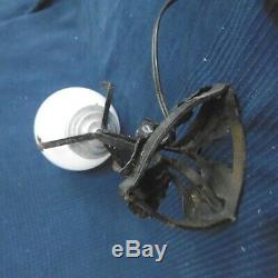 Lampe en fer forge art nouveau deco globe blanc en verre vintage ancien