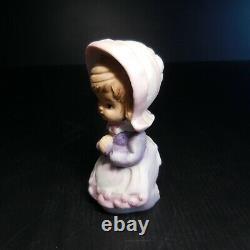 Statue figurine jeune fille religieuse prière vintage céramique porcelaine N6614