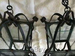 Vintage Lot De 2 Suspensions Avec Chaines Fer Forgé Noir Et Verres Hauteur 49 CM